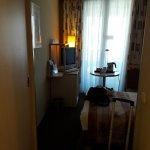 habitación pequeña y poco luminosa