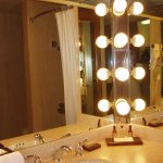 baño amplio y moderno