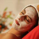 Todos nuestros tratamientos faciales van acompañados de un masaje relajante en manos y brazos.