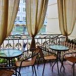 Летняя веранда в кофейне