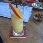 Bebida con piña y naranja