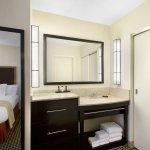 Foto de Embassy Suites by Hilton Detroit Metro Airport