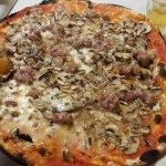 Pizza Remo (Base Margherita, Melanzane, Funghi e Salsiccia)