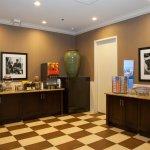 Photo of Hampton Inn & Suites Elmwood