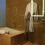 Room 1106 - Bath tub & rain shower