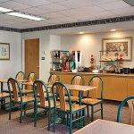 Foto de Days Inn & Suites Denver International Airport