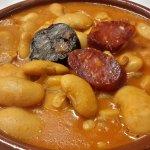 Judiones de La Granja con chorizo y morcilla. Un plato ideal para el invierno.