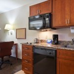 Fully-equipped kitchen, flat-screen TV, work station/dining table