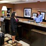 Photo de Hampton Inn and Suites Charlotte Airport