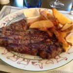 Entrecôte, frites et sauce roquefort