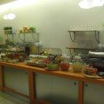 ein Teil des reichhaltigen Fruehstuecksbuffet