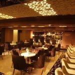 Dark_Hill_Hotel_Lounge_Bar