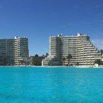 vista da piscina e apartamentos