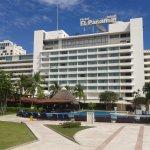 Interior y piscina del Hotel El Panamá.
