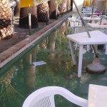 struttura allagata ogni qualvolta piove troppo (pendenze pavimentazione sbagliate e senza scaric