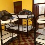 Dormitorio para 7 personas con baño privado - Hostal Guardabarranco 2016