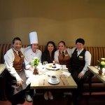 El personal de Cocina y Restaurante celebrando mi cumpleaños. Muchas gracias a todos!