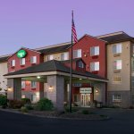 The Liberty Inn is close to the beach and Chinook Winds Casino.