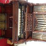 1800s pump organ