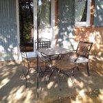 terrasse et facade de la maisonnette