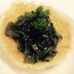 Pappardelle cuitlacoche su cialda di parmigiano