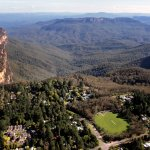 Located just a few moments stroll from Blue Mountains National Park