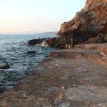 Das Steinplateau am Meer