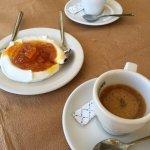 Dessert offert avec le café.