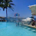 Swim-up Bar and Oceana Restaurant