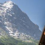 stets mit herrlichem Blick auf die imposante Eiger Nordwand