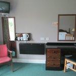 TV-Gerät, Warmgetränkezubereitung, Schreibtisch