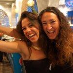 aqui las chicas de La Costa !!!!! Camila la camarera y Ania la dueña del lugar, siempre con una