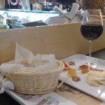 Vinhos, queijos e presuntos