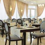 Наш ресторан может послужить вам, прекрасным конференц-залом или банкет холлом.