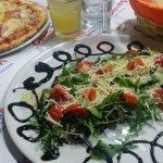 tagliata rucola & grana con pomodorini pachino e glassa di aceto balsamico