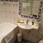 Bad EInzelzimmer (Dusch-Badewanne)