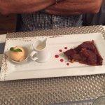 un dessert tatin et glace melon