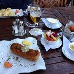 Vegetarischer Blumenkohl,gratiniert mit Hollandaise und Bratkartoffeln...und XXL Cordon Bleu mit