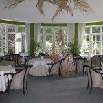 Der schöne Frühstücksraum im Wintergarten