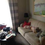 sofa en habitación triple