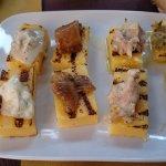 Polenta con gorgonzola, funghi, salsiccia e aringa.