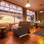 Guest lounge / wine bar