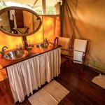 Elegant and rustique - our bathrooms spacious and under canvas