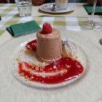Schokoladen-Semifreddo mit Himbeersauce