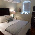 Photo de Olde Harbour Inn - River Street Suites