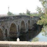 vista del puente desde una de las orillas