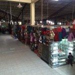 Lojas no interior do Centro Artesanal Cusco