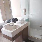 coin lavabo-douche directement dans la chambre