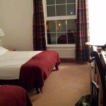 Habitación doble para dos personas (había una cama extra aunque no la pedimos). Funcional y bási