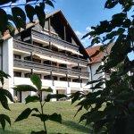 Hotelansicht vom Tal aus